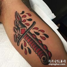 Old School大臂匕首纹身图案