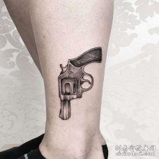 点线小腿手枪纹身图案