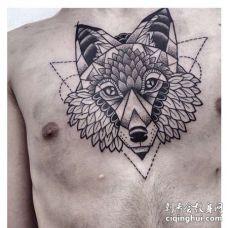 几何前胸狼纹身图案