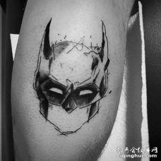 线条大腿蝙蝠侠纹身图案