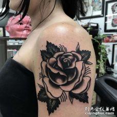 Old School大臂玫瑰纹身图案