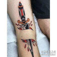 Old School大腿匕首纹身图案