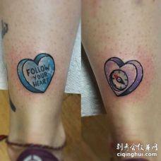New School小腿心纹身图案