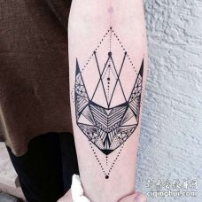 小臂几何点刺动物头像纹身图案
