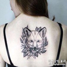 点线后背狐狸纹身图案