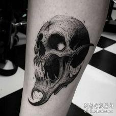 点线小腿骷髅纹身图案