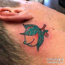 日式耳后桃子纹身图案