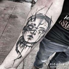 线条小臂女人纹身图案