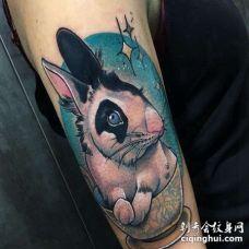 New School大臂兔子纹身图案