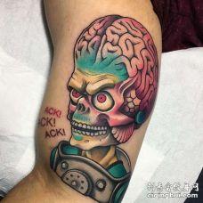 New School大腿外星人纹身图案