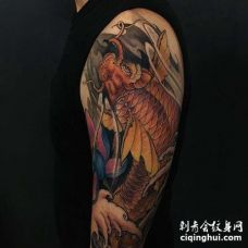 新传统大臂鲤鱼纹身图案
