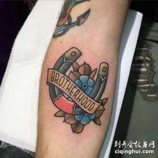 New School小臂马蹄铁纹身图案