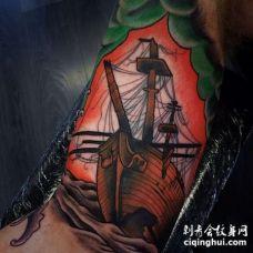New School大臂帆船纹身图案
