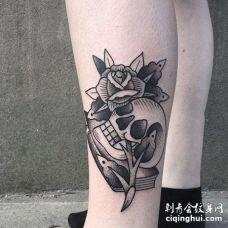 Old School小腿骷髅玫瑰纹身图案