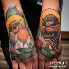 New School手背鸟纹身图案