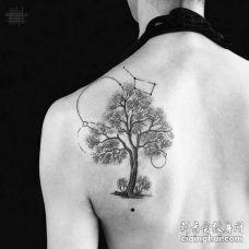 点刺点线后肩树纹身图案