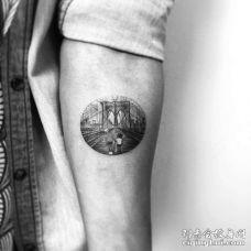 写实小臂桥纹身图案