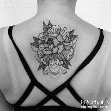 点线后背牡丹纹身图案