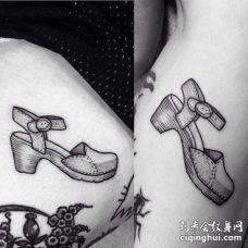 点线大腿凉鞋纹身图案