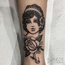 Old School小腿女人玫瑰纹身图案