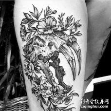 点线大腿骷髅花卉纹身图案
