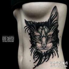 New School侧腰猫纹身图案