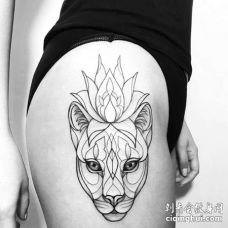 线条几何大腿狮子纹身图案