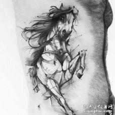 点线侧腰马纹身图案