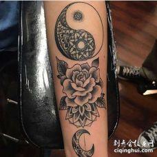 Old School小臂太极玫瑰月亮纹身图案