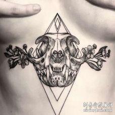 线条腹部骷髅纹身图案
