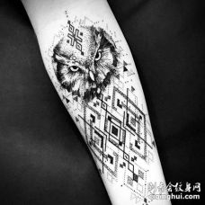 点刺几何小臂猫头鹰纹身图案