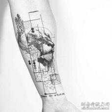 点线几何小臂狮子纹身图案