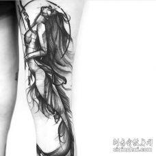 点线大臂美人鱼纹身图案