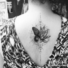 几何线条点刺后背蝴蝶荷花纹身图案