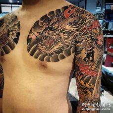 新传统前胸龙纹身图案