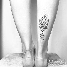 线条小清新小腿繁花纹身图案