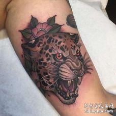 New School大臂豹子纹身图案