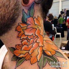 日式脖子牡丹纹身图案