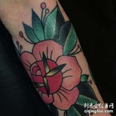 New School小臂玫瑰纹身图案