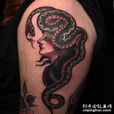 Old School大臂女人蛇纹身图案