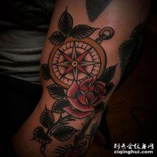Old School大臂指南针玫瑰纹身图案
