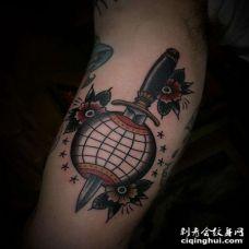 Old School大臂匕首地球仪纹身图案