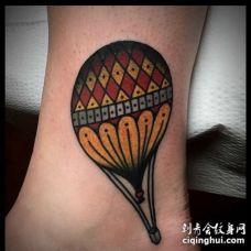 Old School脚踝热气球纹身图案