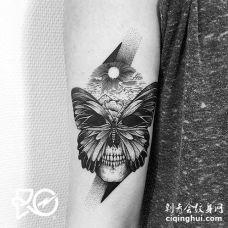 点刺小臂蝴蝶骷髅纹身图案