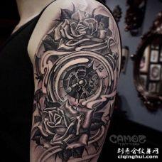 New School大臂钟表玫瑰纹身图案
