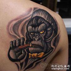 New School后背猩猩纹身图案