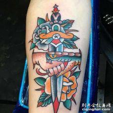 Old School小臂蛇匕首手玫瑰纹身图案