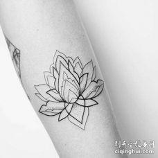 小清新几何小臂繁花纹身图案