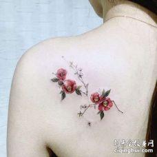 小清新后背花卉纹身图案