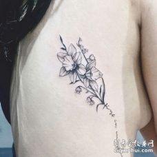 小清新侧腰英文花卉纹身图案